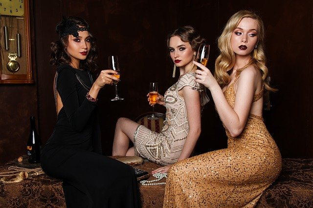 tři ženy na plese