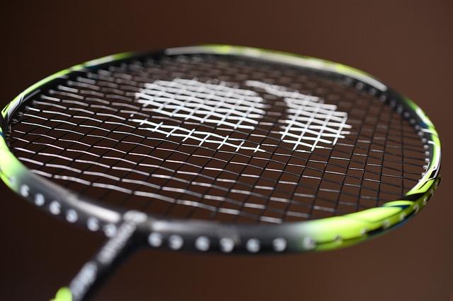 raketa na badminton